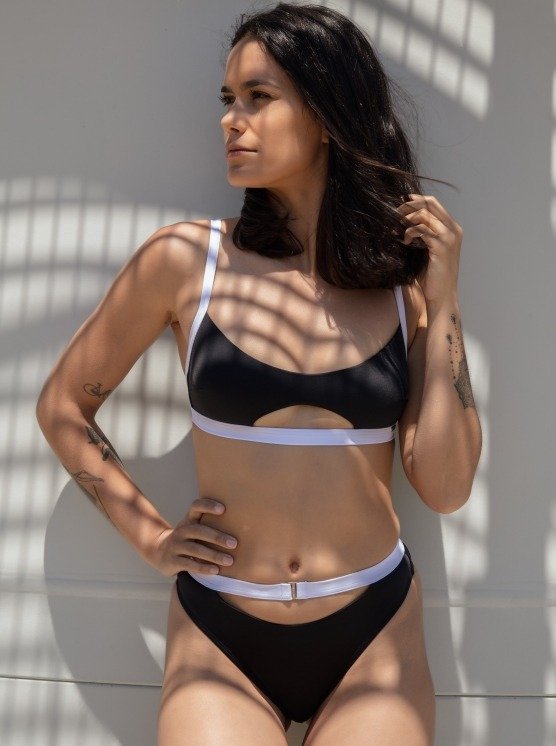 Free Society - Contrast Cut Out Crop Bikini 3 Imagem Zoom
